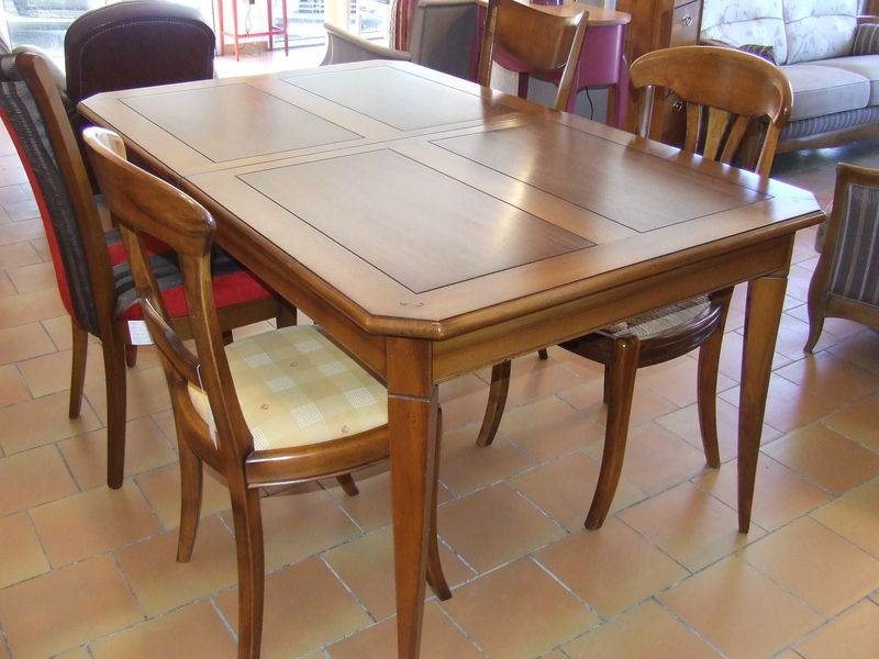 Menuisier b niste fabrication de mobilier en bois sur for Modele table a manger en bois