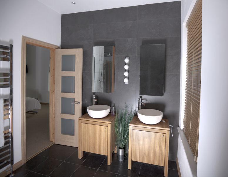 Menuisier b niste fabrication et pose de salle de bain - Porte vetement salle de bain ...